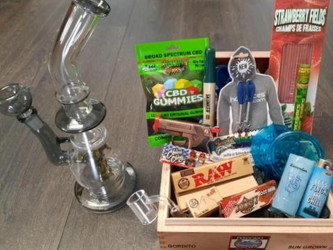 Stoner Bundle by Dank Box